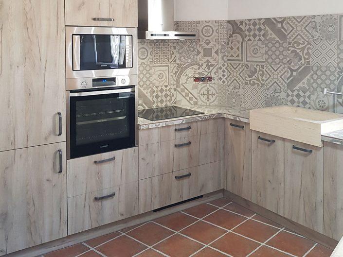 017.cusiniste.draguignan.Installation.de.cuisine.sous.toiture.provence.appartement-1