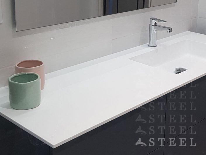 vasque.Meuble.salles.de.bains.style.bois.a.draguignan.trans-en-provence.espace.d-eau.carrelage.douche-italienne